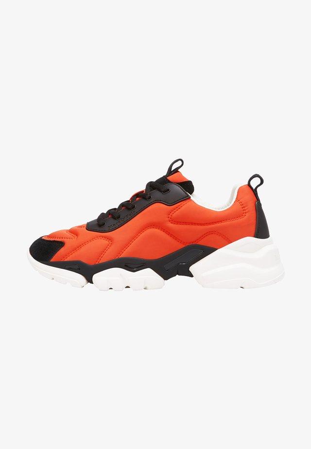 JULIA  - Sneaker low - orange/black