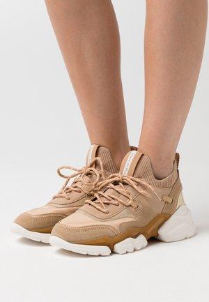 JULIA  - Sneakers laag - sand