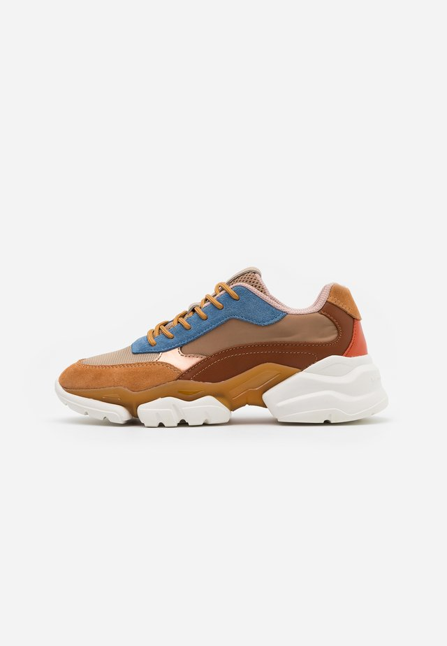 JULIA - Trainers - cognac