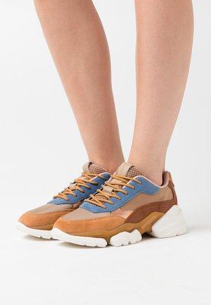 JULIA - Sneaker low - cognac
