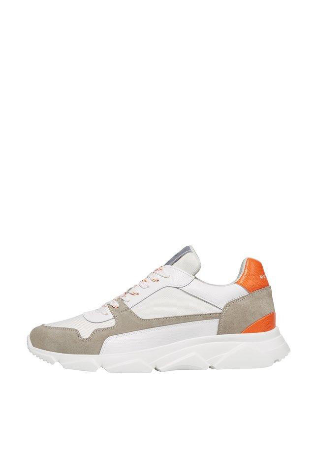 SNEAKERS - Sneakersy niskie - offwhite/orange