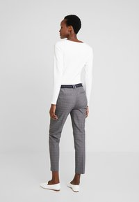 Marc O'Polo - PANTS TAILORED MEDIUM - Trousers - combo - 2