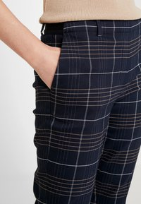 Marc O'Polo - PANTS TAILORED MEDIUM - Pantalon classique - combo - 3