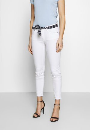 5 POCKET MID WAIST SLIM LEG CROPPED LENGTH BELT SCARF - Chino kalhoty - white
