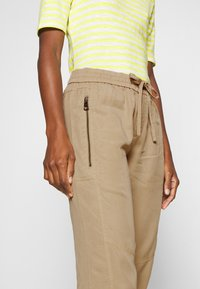 Marc O'Polo - PANTS - Trainingsbroek - swedish pine - 4