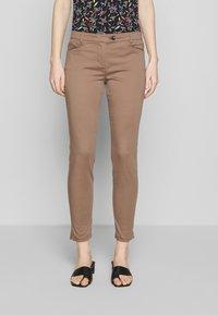 Marc O'Polo - LAXA  - Kalhoty - shaded walnut - 0