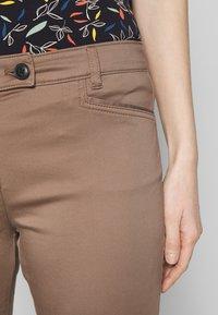 Marc O'Polo - LAXA  - Kalhoty - shaded walnut - 4