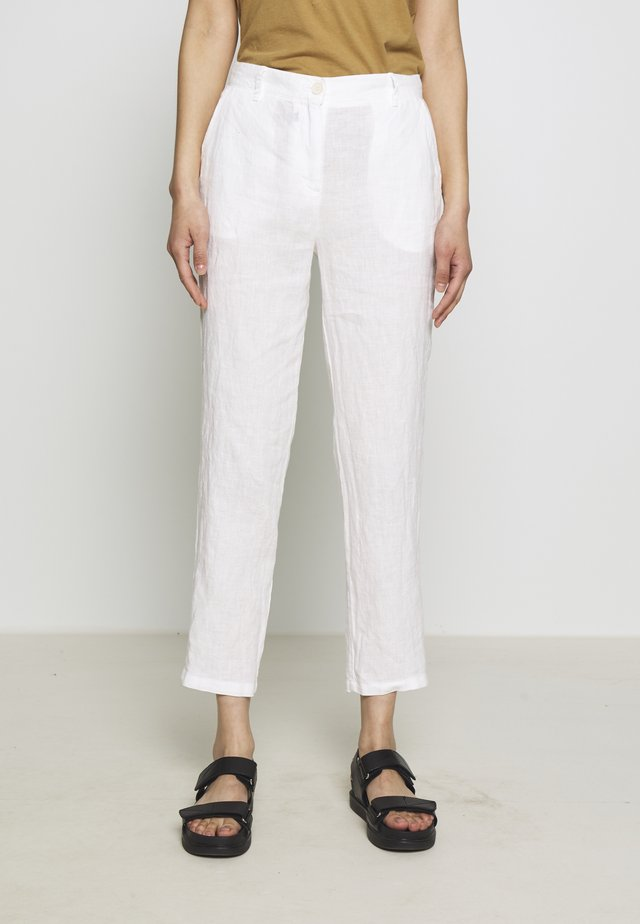 PANTS MEDIUM RAISE - Kangashousut - white