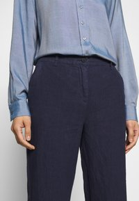 Marc O'Polo - PANTS MEDIUM RAISE - Broek - silent sea - 5