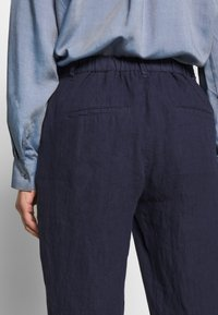 Marc O'Polo - PANTS MEDIUM RAISE - Broek - silent sea