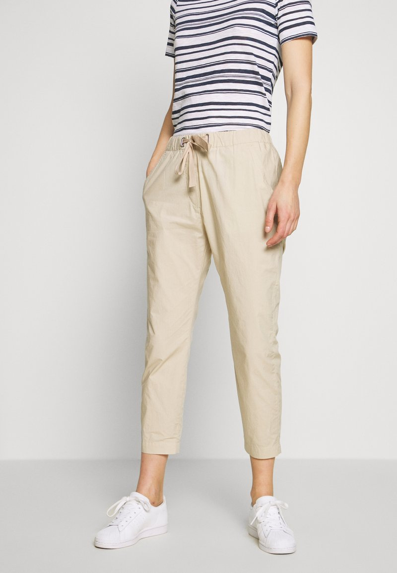 Marc O'Polo - PANTS MEDIUM WAIST TAPERED LEG DEEP CROTCH TAPE DETAIL - Trousers - feather grey