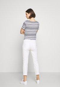 Marc O'Polo - 5 POCKET MID WAIST SLIM LEG - Trousers - white - 2