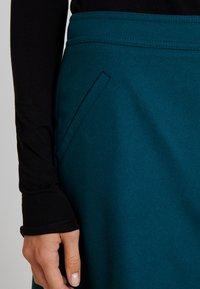 Marc O'Polo - SHORT SKIRT FEMININE CUTLINES - A-line skjørt - dusky emerald - 4