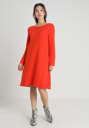 HEAVY DRESS DOUBLEFACE ROUND - Pletené šaty - strong scarlet