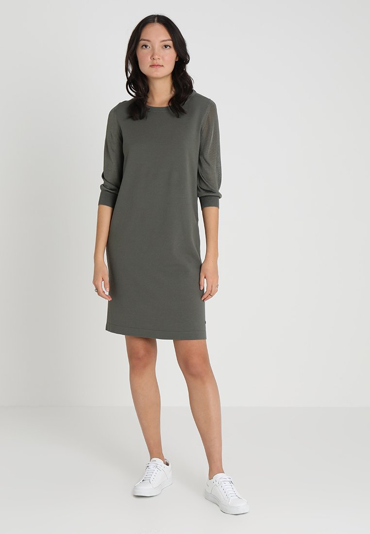 Marc O'Polo - HEAVY DRESSES - Pletené šaty - burnt olive