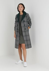 Marc O'Polo - HEAVY DRESSES - Pletené šaty - burnt olive - 1