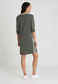 Marc O'Polo - HEAVY DRESSES - Pletené šaty - burnt olive - 2