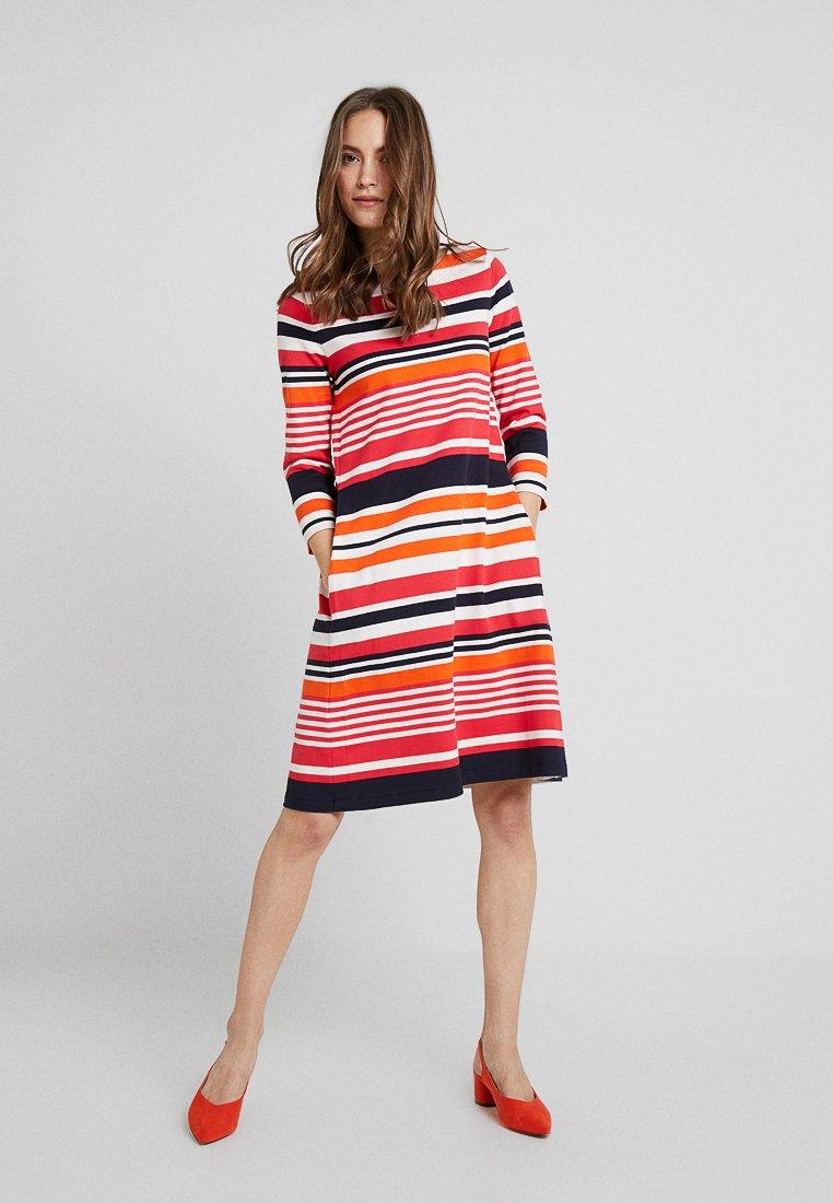Marc O'Polo - DRESS 3/4 SLEEVE ROUND - Jersey dress - red