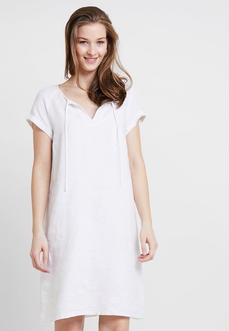 Marc O'Polo - DRESS EASY A SHAPE DETAILED NECK - Freizeitkleid - white