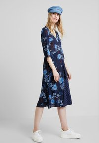 Marc O'Polo - DRESS WRAP STYLESLEEVE - Vardagsklänning - mottled blue - 1