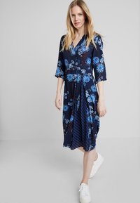Marc O'Polo - DRESS WRAP STYLESLEEVE - Vardagsklänning - mottled blue - 0