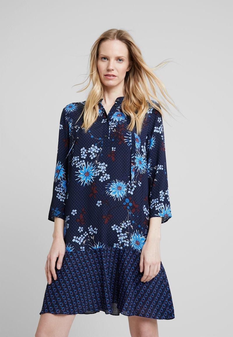 Marc O'Polo - DRESS LOOSE SHAPE BOW DETAIL                                                                                                                                                                            BOW DETAIL AT N - Košilové šaty - combo