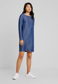 Marc O'Polo - DRESS TUNIQUE STYLE BREAST POCKET - Farkkumekko - blue indigo - 1