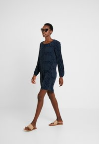 Marc O'Polo - DRESS EASY STYLE GATHERING - Korte jurk - combo - 1