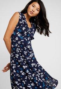 Marc O'Polo - DRESS FEMININE SHAPE FLARED - Korte jurk - dark blue - 4