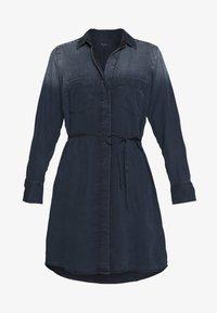 Marc O'Polo - DRESS OPEN KENT COLLAR BELT DETAIL - Denimové šaty - night sky - 4