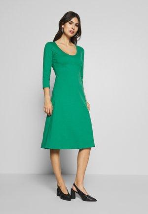 DRESS ROUND NECK - Jersey dress - spring forest