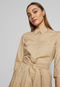 Marc O'Polo - DRESS SHIRT STYLE PLACKET COLLAR WITH BELT - Shirt dress - swedish pine - 3