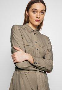 Marc O'Polo - DRESS MIDI BUTTON PLACKET BREAST POCKETS - Shirt dress - swedish pine - 3