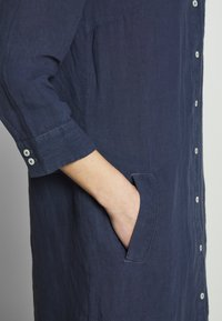 Marc O'Polo - DRESS TUNIQUE COLLAR WELT POCKETS SIDE SLITS - Shirt dress - dark blue - 5