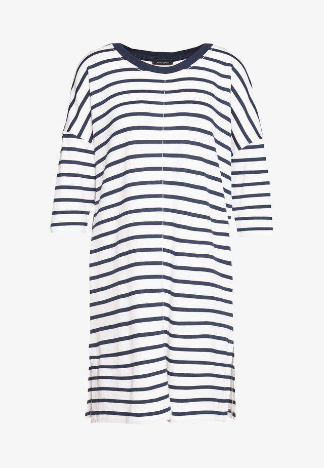 DRESS 3/4 SLEEVE ROUND NECK STRIPED - Denní šaty - white