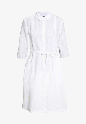 DRESS SHIRT DRESS FEMININE SHAPE BELT DETAIL - Shirt dress - white