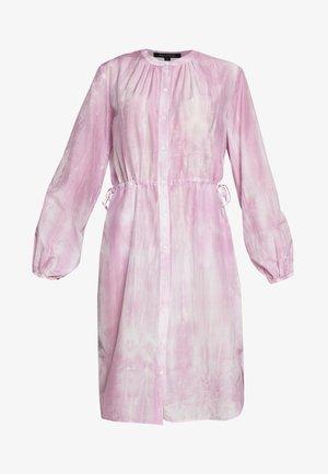 DRESS STYLE DRAWSTRING ROUND HEMLIINE TIE DYE - Košilové šaty - blurred berry
