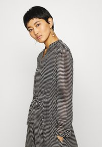 Marc O'Polo - DRESS LONG STYLE BELTED WAIST DETAILED NECKLINE - Vestido informal - black - 3