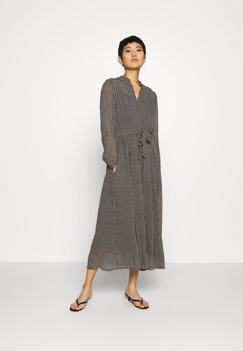 Marc O'Polo - DRESS LONG STYLE BELTED WAIST DETAILED NECKLINE - Vestido informal - black