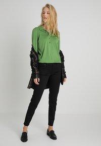 Marc O'Polo - PLACKET COLLAR - Poloshirt - green clover - 1
