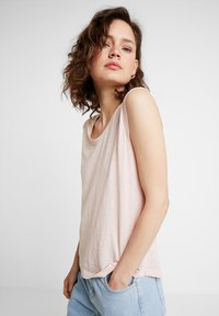 Marc O'Polo - ROUND NECK - T-shirt basic - rose smoke - 0