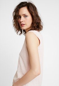 Marc O'Polo - ROUND NECK - T-shirt basic - rose smoke - 3