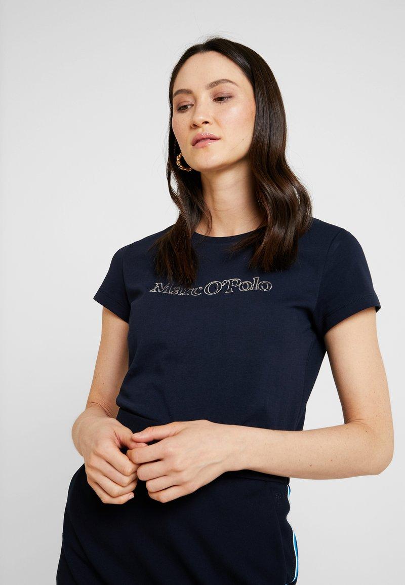 Marc O'Polo - SHORT SLEEVE ROUND NECK - Camiseta estampada - midnight blue