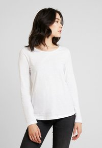 Marc O'Polo - LONG SLEEVE SLIGHT A SHAPE - Camiseta de manga larga - white - 0