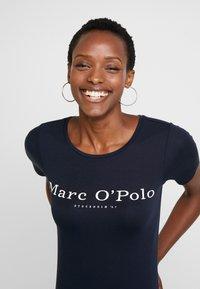 Marc O'Polo - ROUND NECK - T-shirt print - midnight blue - 4