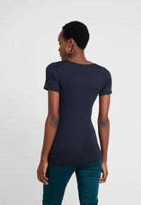 Marc O'Polo - ROUND NECK - T-shirt print - midnight blue - 2