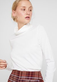 Marc O'Polo - LONG SLEEVE TURTLE NECK SOLID - Long sleeved top - soft white - 4