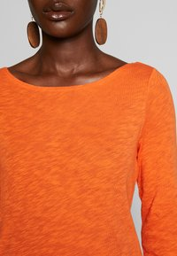 Marc O'Polo - T-SHIRT, LONG SLEEVE, BOAT NECK - Long sleeved top - fresh carrot - 4