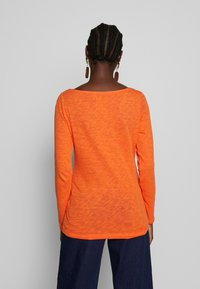 Marc O'Polo - T-SHIRT, LONG SLEEVE, BOAT NECK - Long sleeved top - fresh carrot - 2