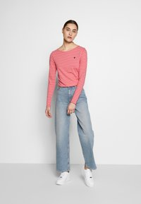 Marc O'Polo - LONG SLEEVE ROUNDNECK STRIPED - T-shirt à manches longues - bright berry - 1